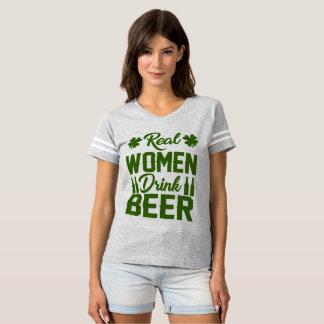 Camiseta cerveja da bebida das mulheres reais