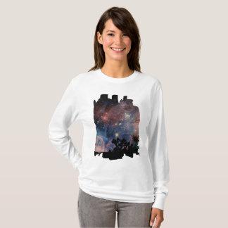Camiseta Céu nocturno colorido ao acampar & ao ler