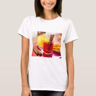 Camiseta Chá do citrino da fruta com canela e laranja