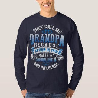Camiseta Chamam-me vovô porque sócio - dentro - crime…