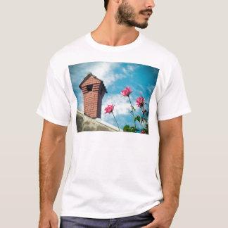 Camiseta Chaminé e rosas selvagens