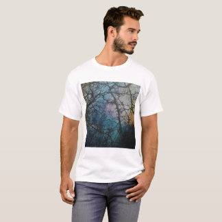 Camiseta Chuva do outono em um dia colorido no Forrest.