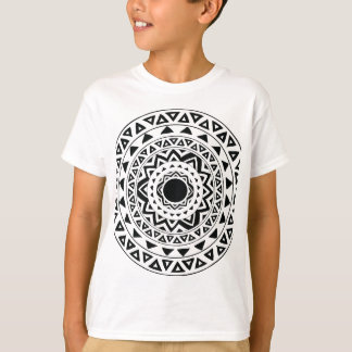 Camiseta círculo tribal no preto