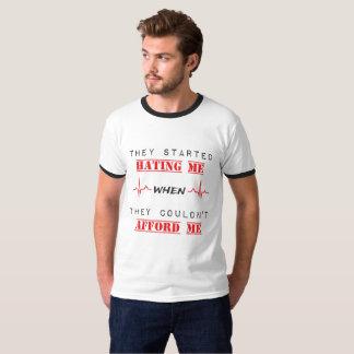 Camiseta Citações da atitude no t-shirt básico da campainha
