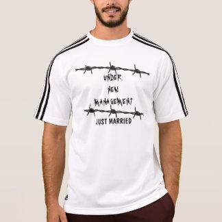 Camiseta Clássico sob o recem casados novo da gestão