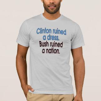 Camiseta Clinton arruinou um vestido. Bush arruinou uma