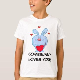 Camiseta Coelhinho da Páscoa azul que guardara o coração