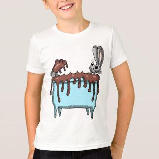 Camiseta Coelhinho da Páscoa que toma um banho do chocolate