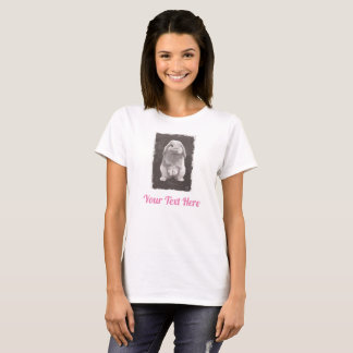 Camiseta Coelho bonito que senta-se acima da pintura