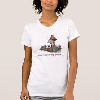 Camiseta Cogumelos no jardim, cogumelos em meu garde…
