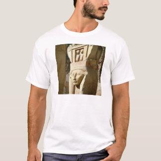 Camiseta coluna Hathor-dirigida, da capela de