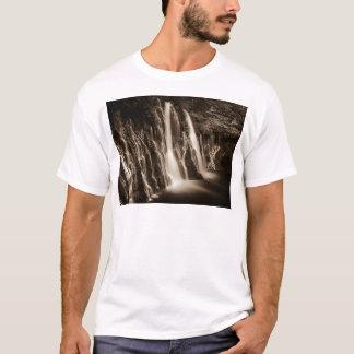 Camiseta Com as quedas de Burney das rachaduras