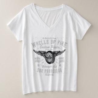 Camiseta Com Gola Em V Plus Size BBW mais o tamanho V - pescoço - as rodas do fogo