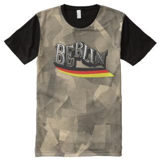 Camiseta Com Impressão Frontal Completa Skater genial alpargata Berlim com modelo