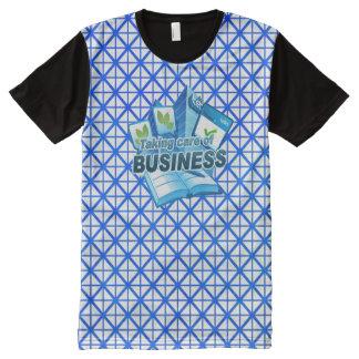 Camiseta Com Impressão Frontal Completa Tomando a cuidado do branco do negócio todo o