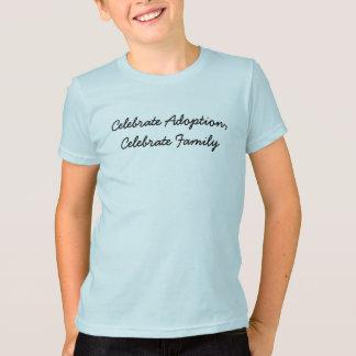 Camiseta Comemore a adopção, comemore a família