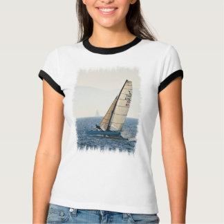 Camiseta Competindo o t-shirt das senhoras do veleiro