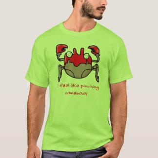 Camiseta comprimindo o caranguejo