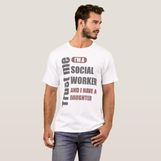 Camiseta confie que eu mim é um assistente social e eu