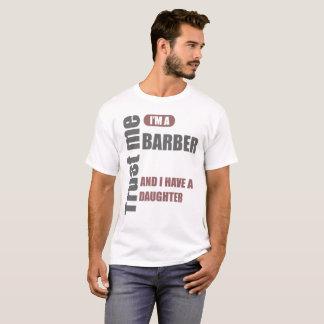 Camiseta confie que eu mim é um barbeiro e eu tenho uma