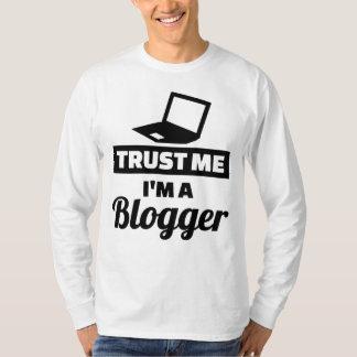 Camiseta Confie que eu mim é um blogger