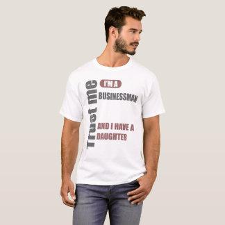 Camiseta confie que eu mim é um homem de negócios e eu