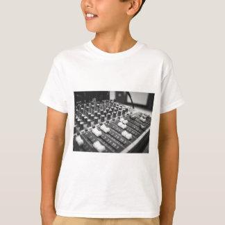 Camiseta Console branco preto preto e branco audio do
