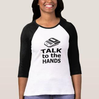 Camiseta Conversa ao repórter de corte das mãos