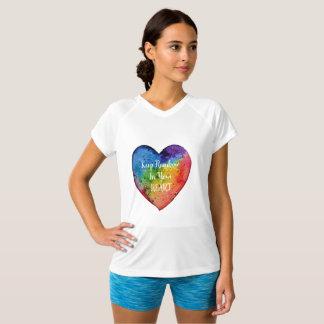 Camiseta Coração bonito do arco-íris da aguarela
