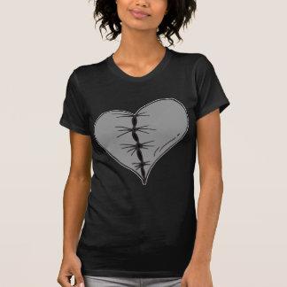 Camiseta Coração costurado obscuridade