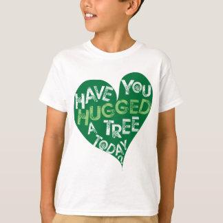 Camiseta Coração verde (abrace uma árvore)