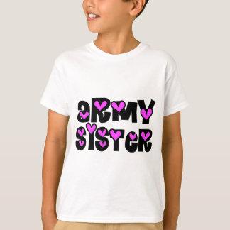 Camiseta Corações do rosa da irmã do exército