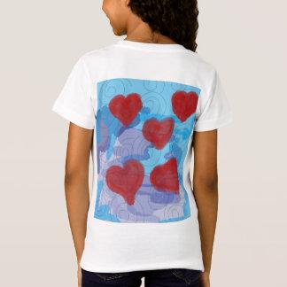 Camiseta corações e swerls
