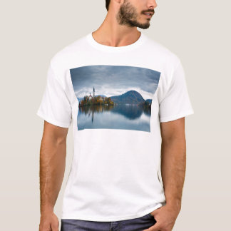 Camiseta Cores do outono no lago sangrado