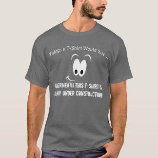 Camiseta Corpo sob o t-shirt da obscuridade da construção