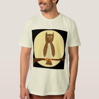 Camiseta Coruja na lua no roupa preto