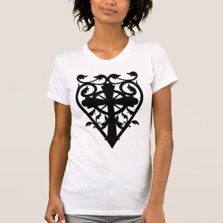 Camiseta Cruz celta do cemitério gótico no coração