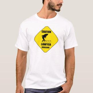 Camiseta Cruzamento do advogado com tubarão
