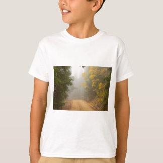 Camiseta Cruzamento na névoa do outono