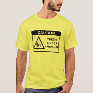 Camiseta Cuidado: Tese sob a construção (texto preto)