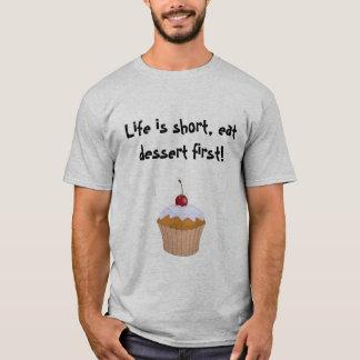Camiseta Cupcake: A vida é curta, come a sobremesa