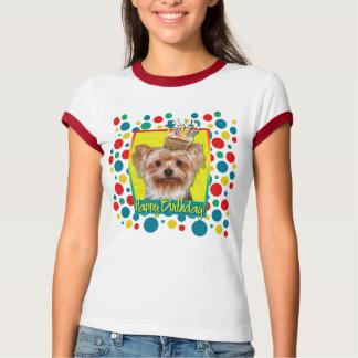 Camiseta Cupcake do aniversário - yorkshire terrier