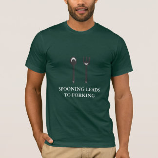 Camiseta Dar conduz à bifurcação (o texto branco)