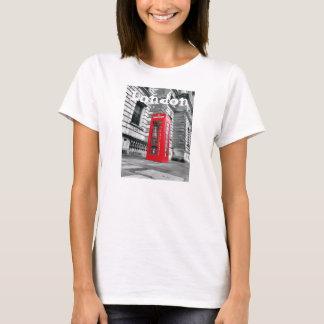 Camiseta Das mulheres vermelhas da cabine de telefone de