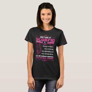 Camiseta Datando uma Escorpião Tshirt de exigência