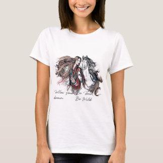 Camiseta Design de Boho com a mão tribal da menina e do