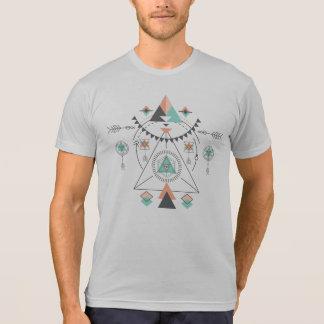 Camiseta Design tribal geométrico colorido do totem