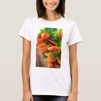 Camiseta Detalhe de uma placa do tomate fritado do bacon e
