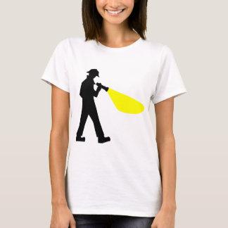 Camiseta Detetive com lanterna elétrica