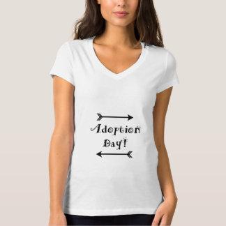 Camiseta Dia da adopção! Adoptivo/adote o design